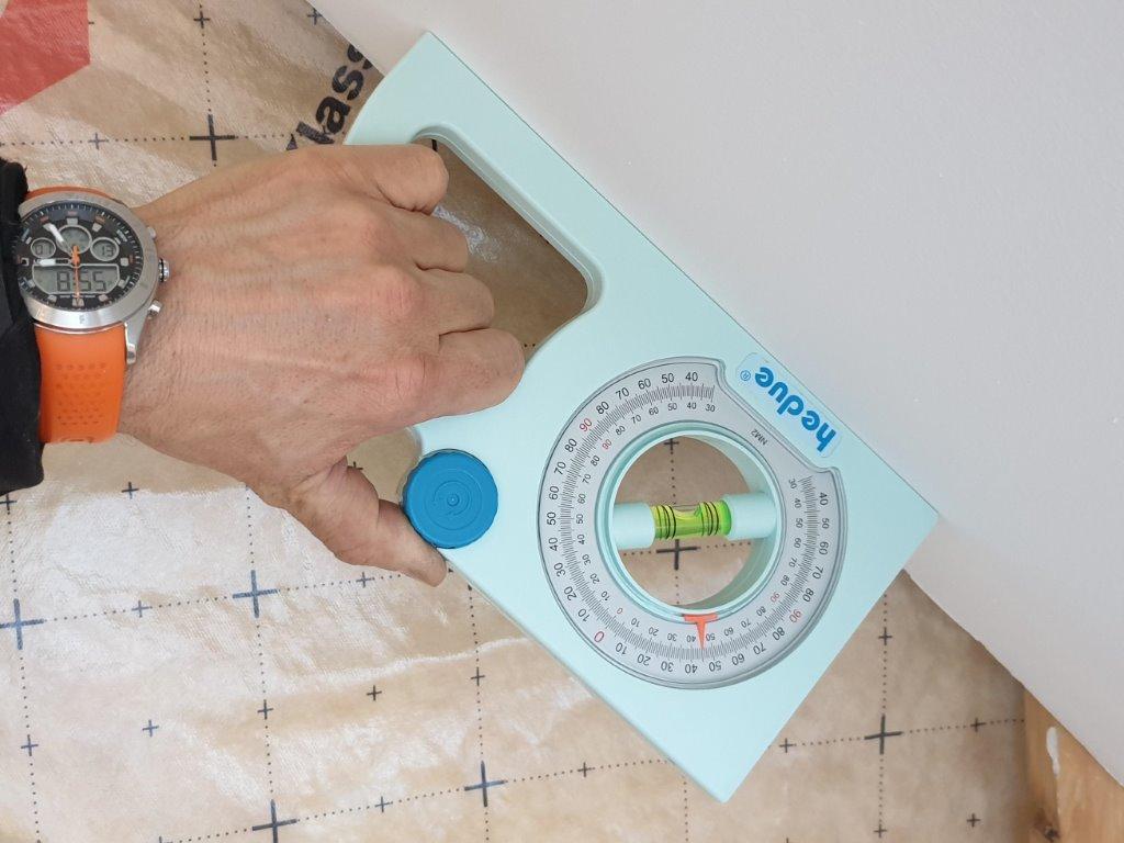 dőlésszögmérő